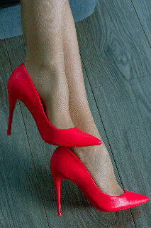 Can you guess a model by these beautiful feet? :)