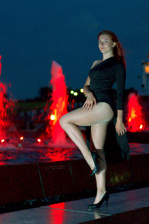 Moscow night fountain dancer